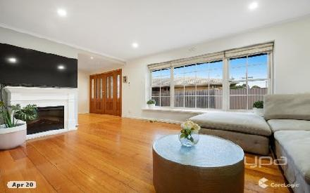 Property photo of 18 Hillcrest Drive Westmeadows VIC 3049