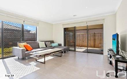 Property photo of 12 Sound Way Point Cook VIC 3030